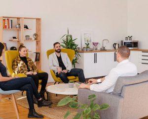 Programa una reunión con nuestro equipo de trabajo
